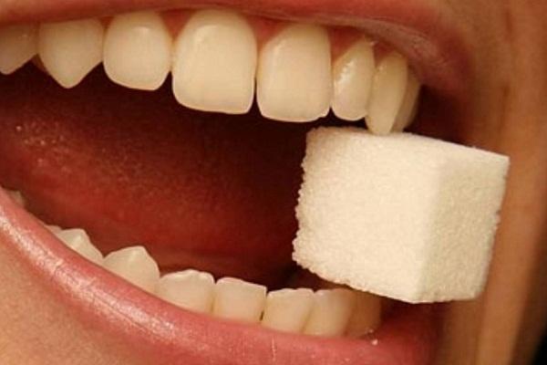 Сонник зуб передний крошится