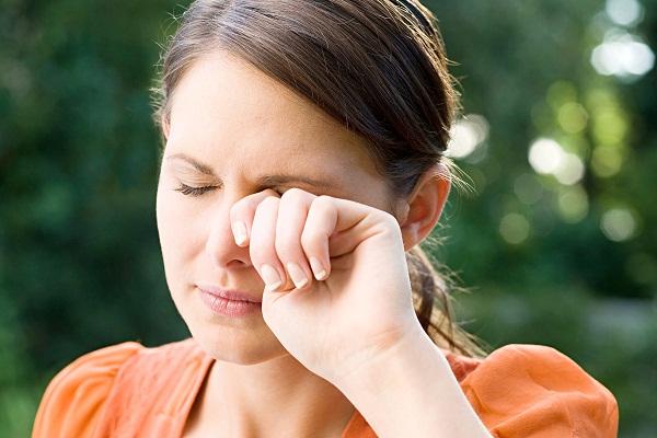 Приметы о губах: если они чешутся или горят, или вы прикусили губу