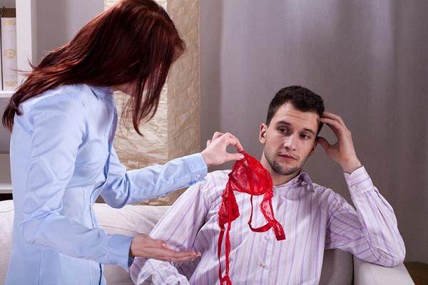 Настоящая измена молодой жены в постели со связанным мужем
