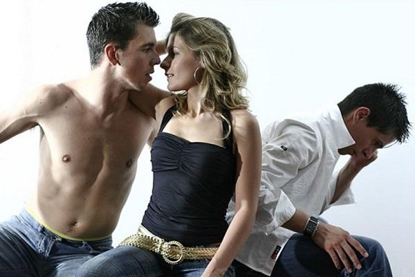 video-tsarskiy-seks-izmena-pristavala-seks-sirie