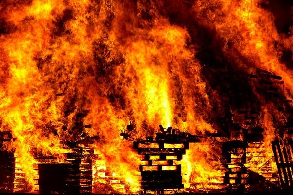 К чему снится пожар дома? Сонник
