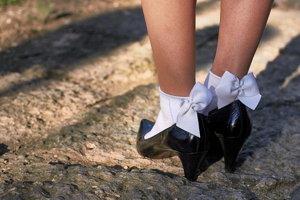 Порно фото целует свои ноги девушки маскарадных масках