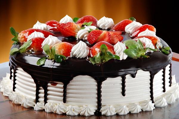 Сонник: к чему женщине снится есть торт, что значит кушать его во сне?