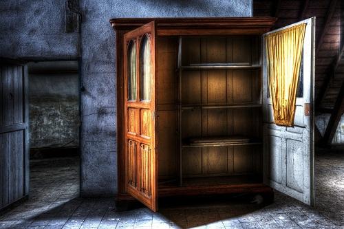 Сонник открытый шкаф