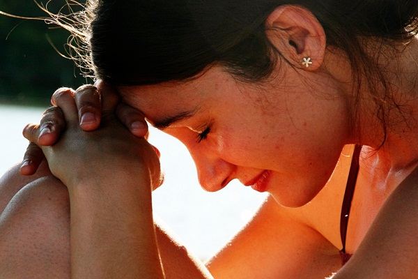 Секс на людях женщина плачет