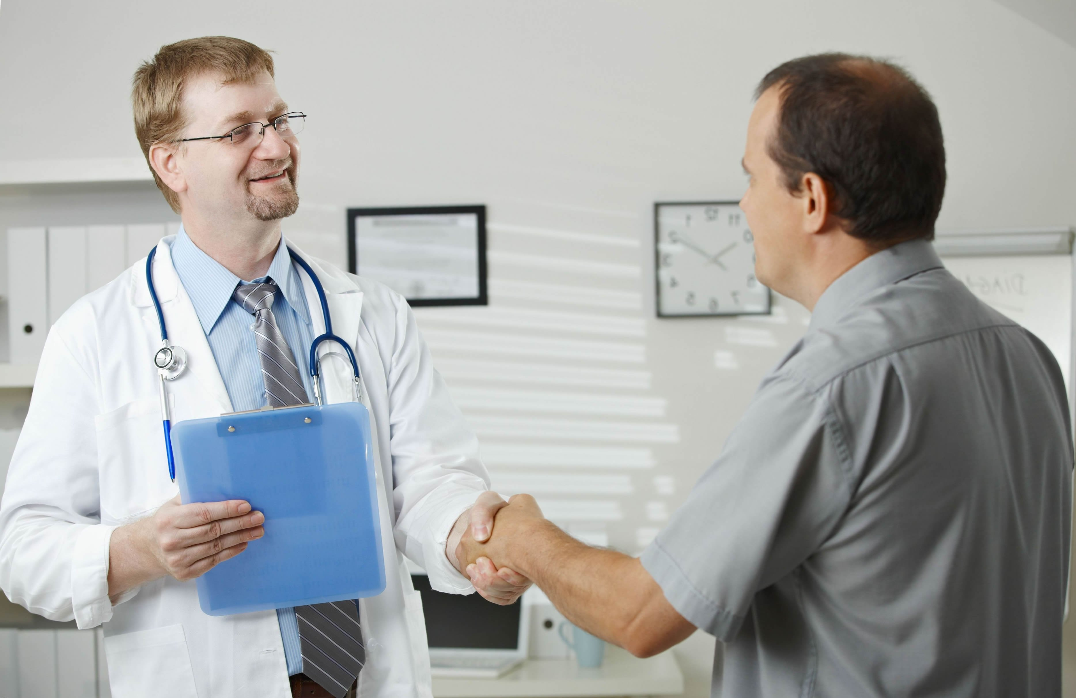 На осмотре у врача у мужика встал онлайн