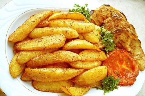Молодая картошка жаренная