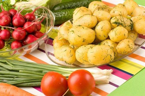 Молодая картошка с овощами