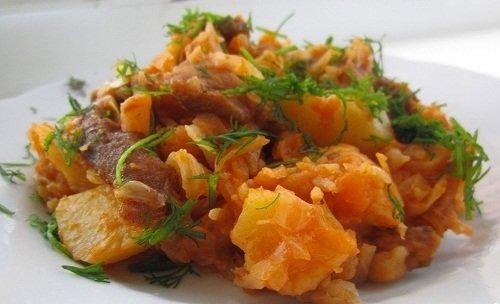 Капуста с мясом и картошкой