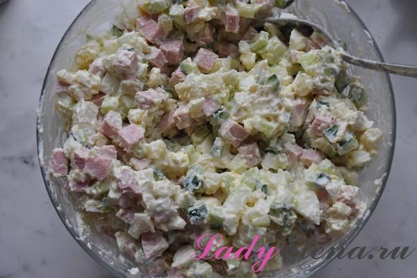 Вкусный Оливье с солеными огурцами - рецепт пошаговый с фото