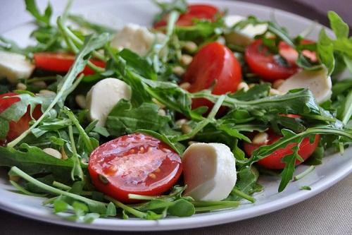 Салат с рукколой и сыром