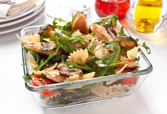 salat-s-rukoloj-7