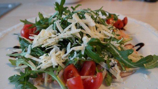 salat-s-rukoloj