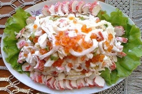 Салат с кальмарами и крабовыми палочками