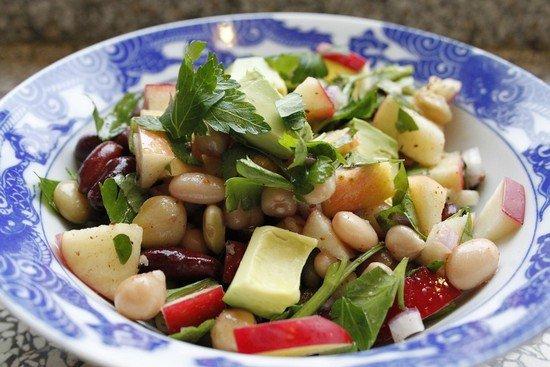 Теплый салат из фасоли