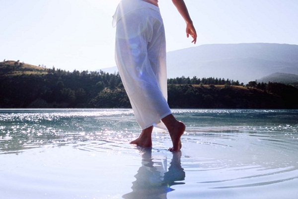 Сонник идти по воде во сне к чему снится идти по воде