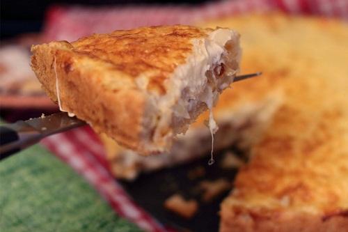 Луковый пирог с плавленным сырком