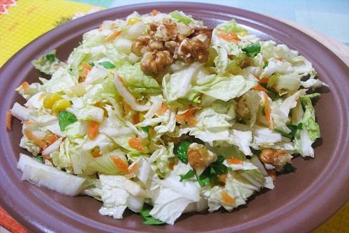 Салат с пекинской капустой и яйцом