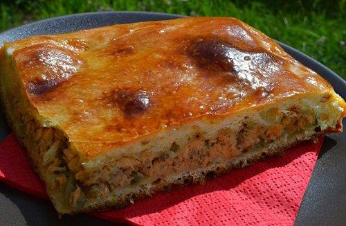 рецепт пирога на кефире с рыбными консервами