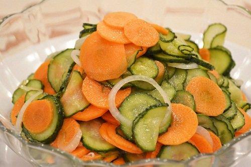 Низкокалорийный салат с морковью