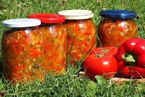 Баклажаны с помидорами и перцем