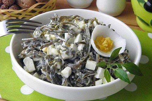 Салат из морской капусты и горошка