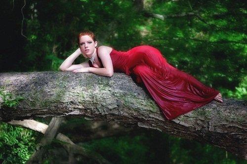 К чему снится незнакомая девушка в красном платье