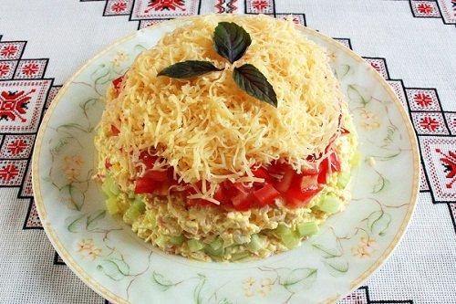 Салат на основе крабовых палочек
