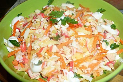 Салат из крабов с помидорами
