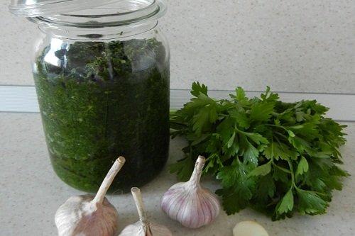 Заготовка на зиму зеленой аджики