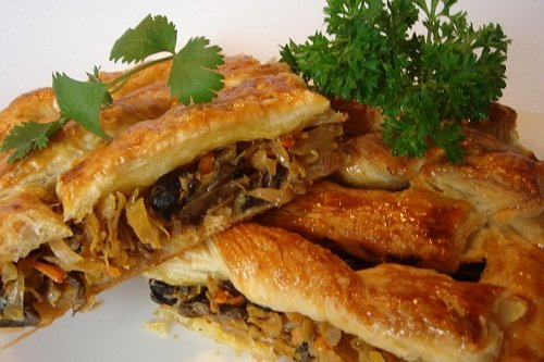 Мясной пирог с добавлением капусты