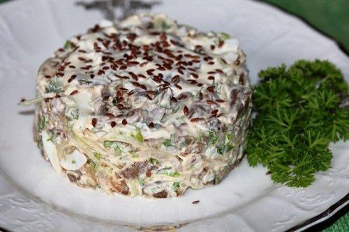 Баклажановый салат с маринованным луком