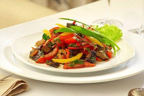 Салат на основе жареных баклажанов