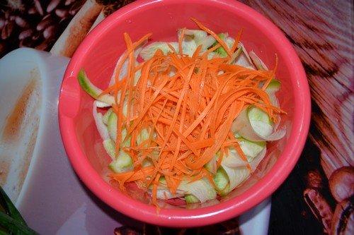 К чему снится убирать морковный салат с пола
