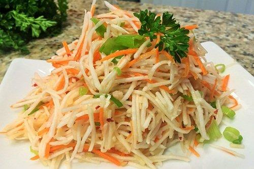 Салат на основе редьки с морковью