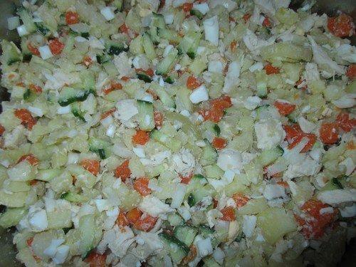 salat-s-kuricej-i-ogurcami