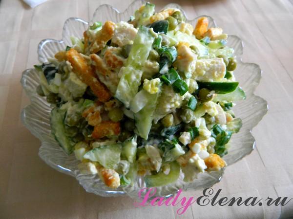 Рецепт салата из курицы с сухариками