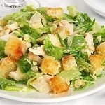 salat-s-kuricej-i-suxarikami