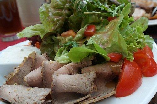 Как приготовить овощной салат со свининой