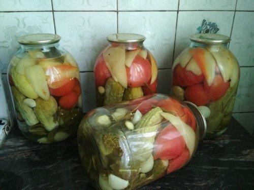 assorti-iz-pomidor-i-ogurcov 1