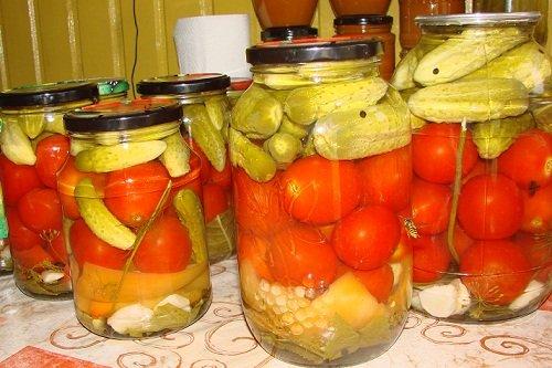 Как консервировать томаты и огурцы