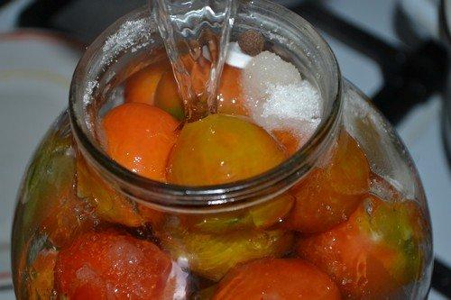 pomidory-na-zimu-v-bankax 14