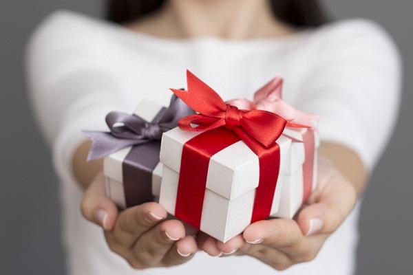 Мы дарим подарки по-английски 567