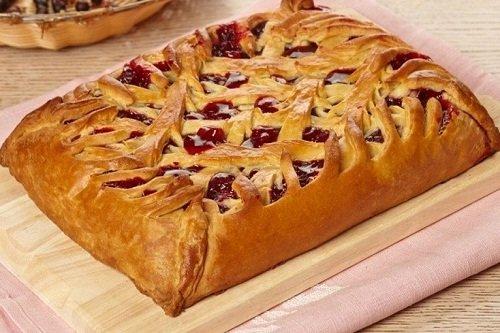 Слоеный пирог с начинкой из винограда