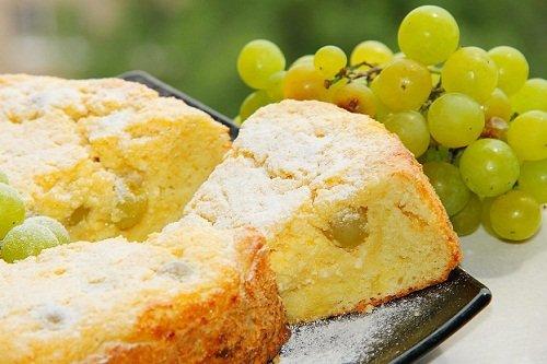 Пирог творожный с добавлением винограда