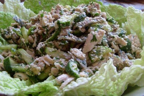 Как сделать салат из курицы, яиц и огурцов