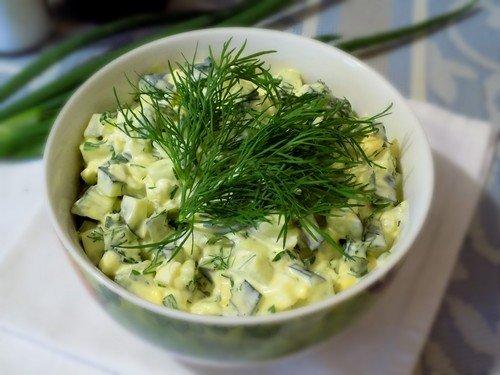 Фото рецепт огуречного салата с яйцами