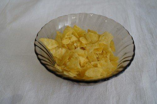 простой рецепт салата с кукурузой и колбасой
