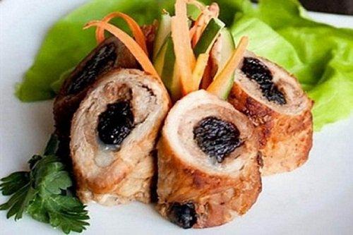 Рецепт свиных рулетиков с черносливом