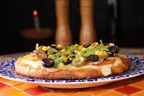 Быстрая пицца на сковороде с добавлением майонеза